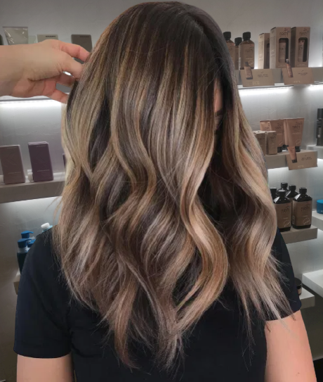 Two-Tone-Hair-with-Light-Layers